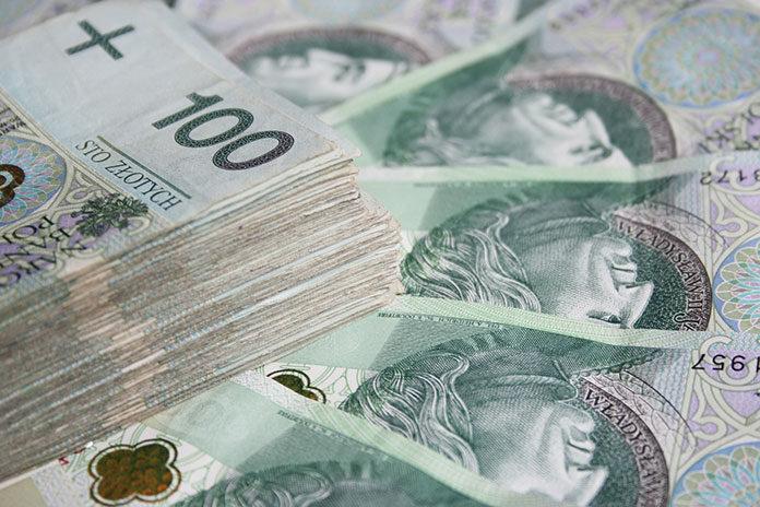 Pieniądze przechodzą z rąk do rąk